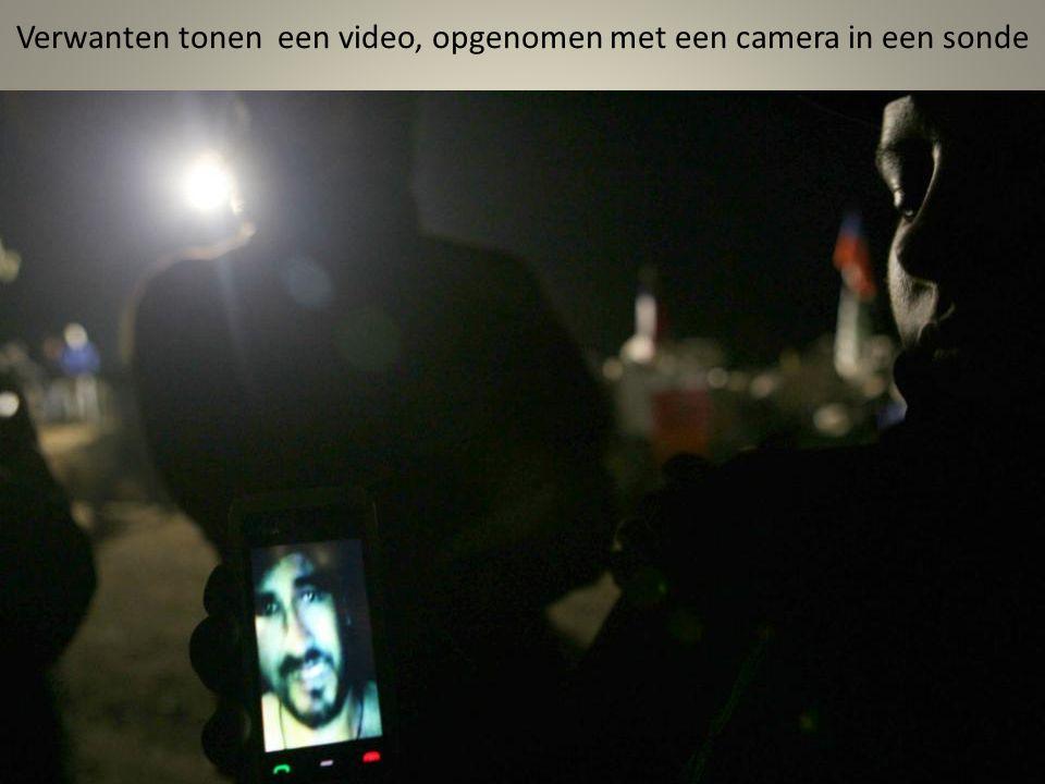 Een tv- camera die gemonteerd is in de neus van een sonde voordat het 700 meter naar beneden wordt verzonden, naar de mijnwerkers
