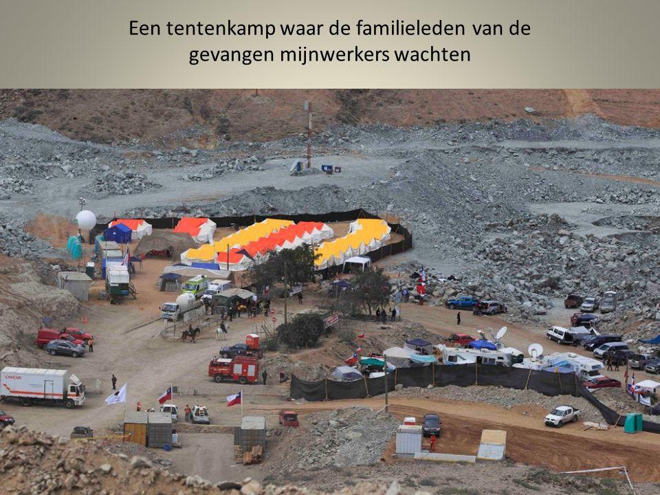 33 mini- bijbels, zal worden gegeven aan de mijnwerkers