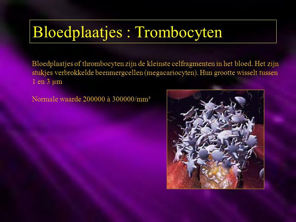 Bloedplaatjes : Trombocyten Bloedplaatjes of thrombocyten zijn de kleinste celfragmenten in het bloed. Het zijn stukjes verbrokkelde beenmergcellen (m