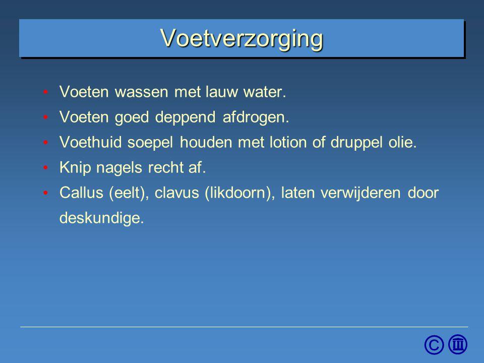 © Voetverzorging Voeten wassen met lauw water. Voeten goed deppend afdrogen. Voethuid soepel houden met lotion of druppel olie. Knip nagels recht af.