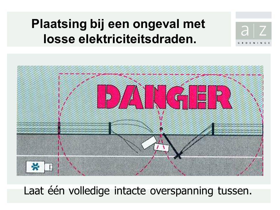 Laat één volledige intacte overspanning tussen. Plaatsing bij een ongeval met losse elektriciteitsdraden.