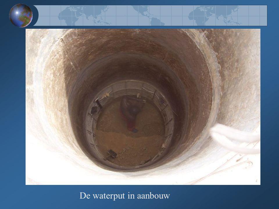 De waterput in aanbouw