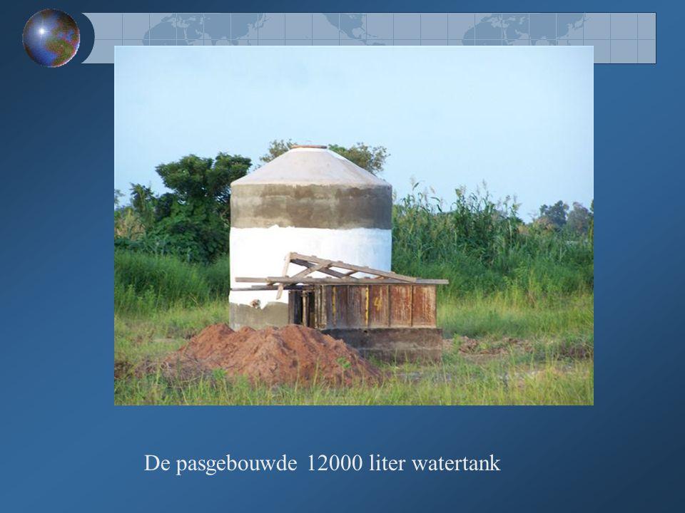 De pasgebouwde 12000 liter watertank