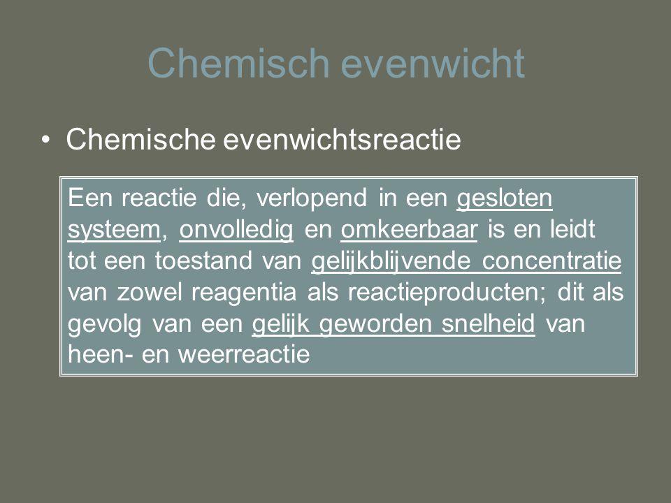 Chemisch evenwicht Chemische evenwichtsreactie Een reactie die, verlopend in een gesloten systeem, onvolledig en omkeerbaar is en leidt tot een toesta