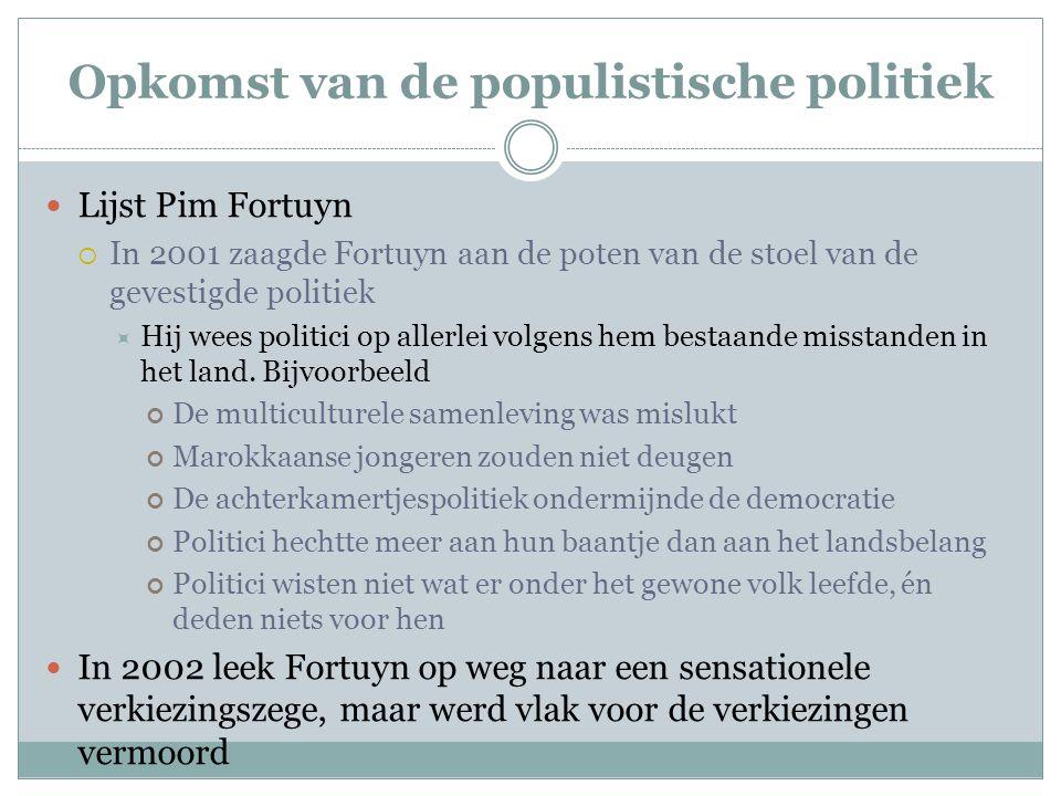 Opkomst van de populistische politiek Lijst Pim Fortuyn  In 2001 zaagde Fortuyn aan de poten van de stoel van de gevestigde politiek  Hij wees polit