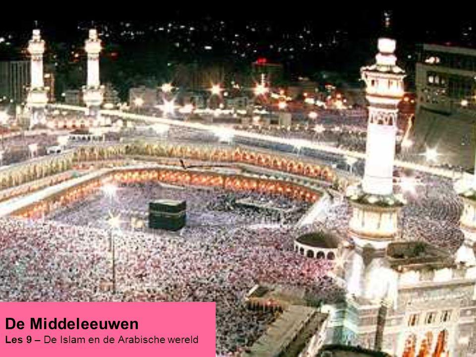 Begin van de islam Mohammed een jonge handelaar kwam omstreeks 570 NC ter aarde Trok mee/leidde handelskaravanen naar van Jemen, Palestina, Syrië en de Middellandse Zee –Dus van en naar Byzantijns gebied Komt in aanraking met verschillende culturen & geloven –Raakt gefascineerd door het Christendom en Jodendom –Ziet in deze geloven een middel om zijn verdeelde volk (Arabieren) te binden Tot dan toe hingen de Arabieren een polytheïstisch geloof aan In 610 krijgt Mohammed zijn eerste openbaring –De aartsengel Gabriel bezoekt hem in de nacht –Hij brengt Mohammed de boodschap het woord van Allah (God) te verspreiden; Mohammed wordt dan een (de) profeet 1 400 500 600 700 900 1000 1100 1200 1300 H6:§6:p117-8