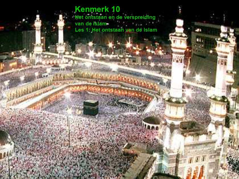 Begin van de islam Mohammed een jonge handelaar kwam omstreeks 570 NC ter aarde Trok mee/leidde handelskaravanen naar van Jemen, Palestina, Syrië en de Middellandse Zee –Dus van en naar Byzantijns gebied Komt in aanraking met verschillende culturen & geloven –Raakt gefascineerd door het Christendom en Jodendom –Ziet in deze geloven een middel om zijn verdeelde volk (Arabieren) te binden Tot dan toe hingen de Arabieren een polytheïstisch geloof aan In 610 krijgt Mohammed zijn eerste openbaring –De aartsengel Gabriel bezoekt hem in de nacht –Hij brengt Mohammed de boodschap het woord van Allah (God) te verspreiden; Mohammed wordt dan een (de) profeet 1 400 500 600 700 900 1000 1100 1200 1300