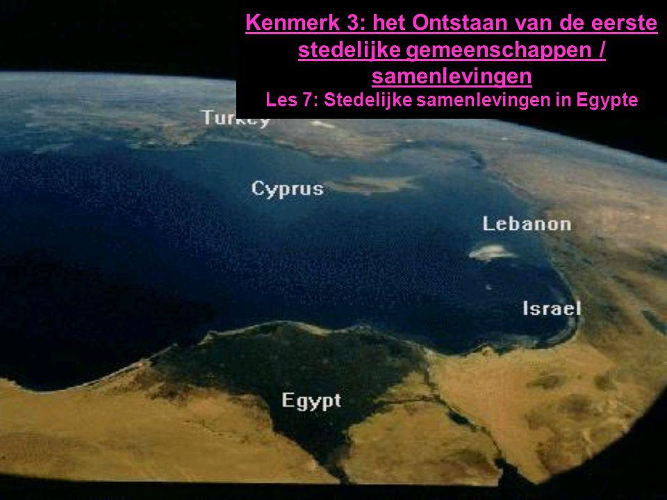 Ontstaan van stedelijk Egypte 5000-4000 VC –Trek naar Nijldal –Ontwikkeling van specifieke irrigatie akkerbouw (& tuinbouw) –(verdere) Domestica dieren last, trek en zuivel H1:§ 3:p16-9 200.000 100.000 50.000 10.000 3.000 2000 1.000 500 1