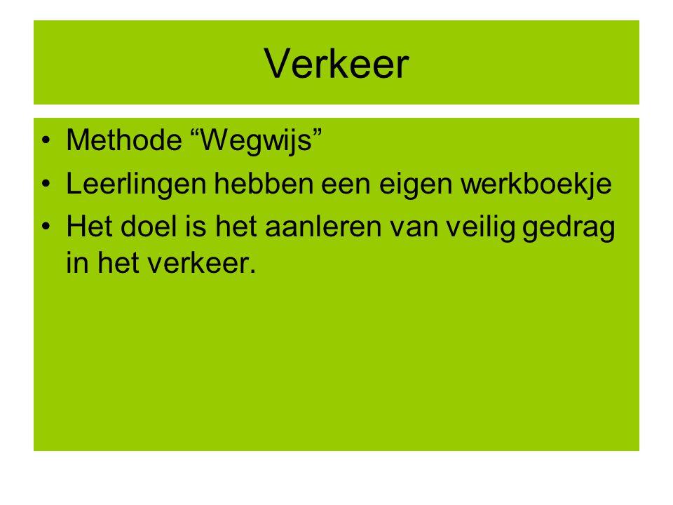 """Verkeer Methode """"Wegwijs"""" Leerlingen hebben een eigen werkboekje Het doel is het aanleren van veilig gedrag in het verkeer."""