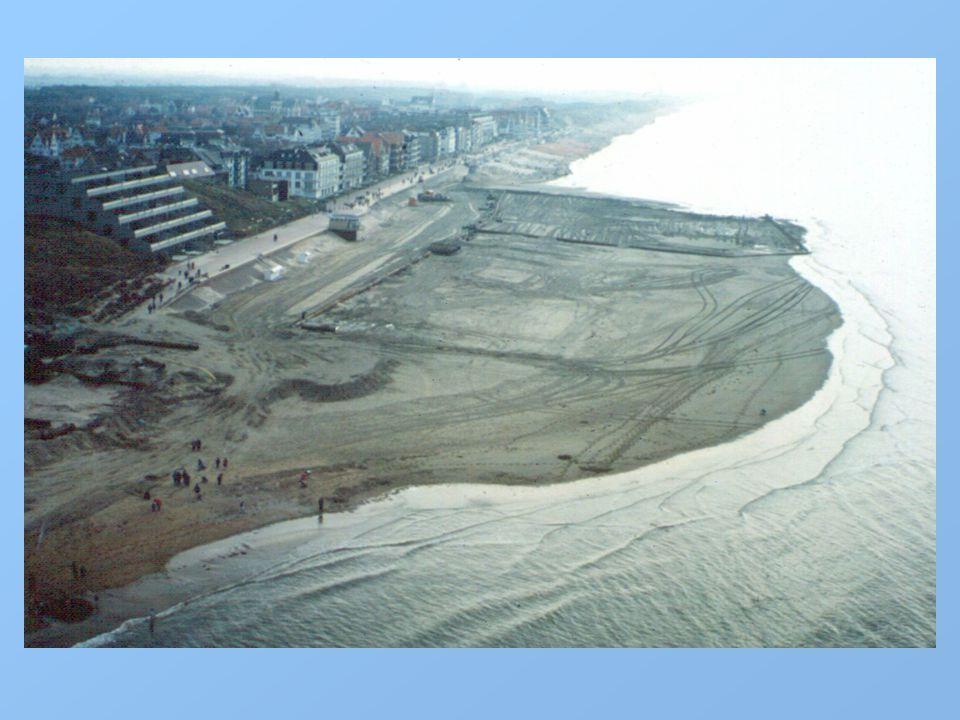 Achtergrond Beveiliging tegen storm en overstroming (1/1.000) Herstel van de natuurlijke zeewering Flexibiliteit i.f.v.