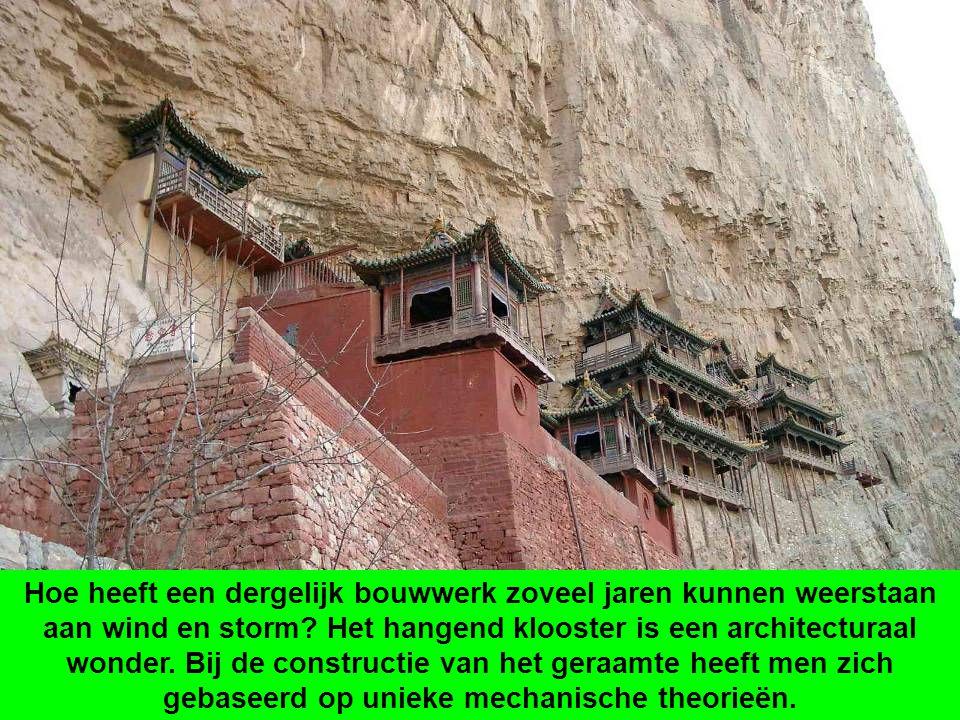 Het hangend klooster, gebouwd in 491, bestaat al meer dan 1400 jaar. Het werd uitvoerig herbouwd en onderhouden tijdens de Ming dynastie (1368-1644) e