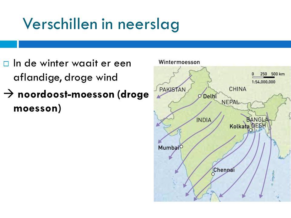 Verschillen in neerslag  In de winter waait er een aflandige, droge wind  noordoost-moesson (droge moesson)