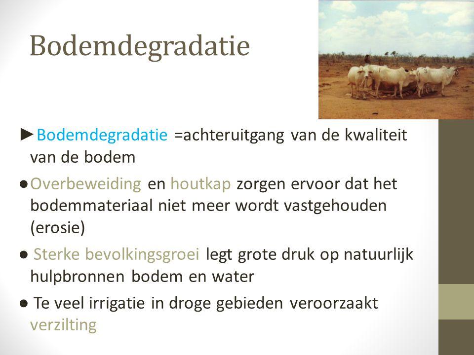 Bodemdegradatie ► Bodemdegradatie =achteruitgang van de kwaliteit van de bodem ●Overbeweiding en houtkap zorgen ervoor dat het bodemmateriaal niet mee