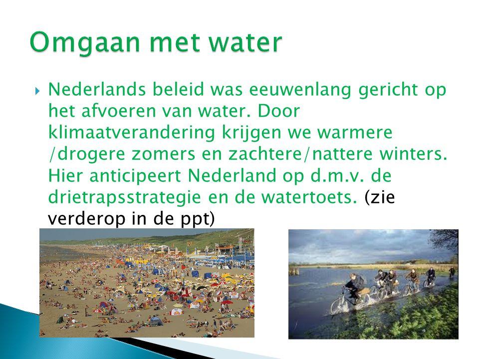  Nederlands beleid was eeuwenlang gericht op het afvoeren van water. Door klimaatverandering krijgen we warmere /drogere zomers en zachtere/nattere w