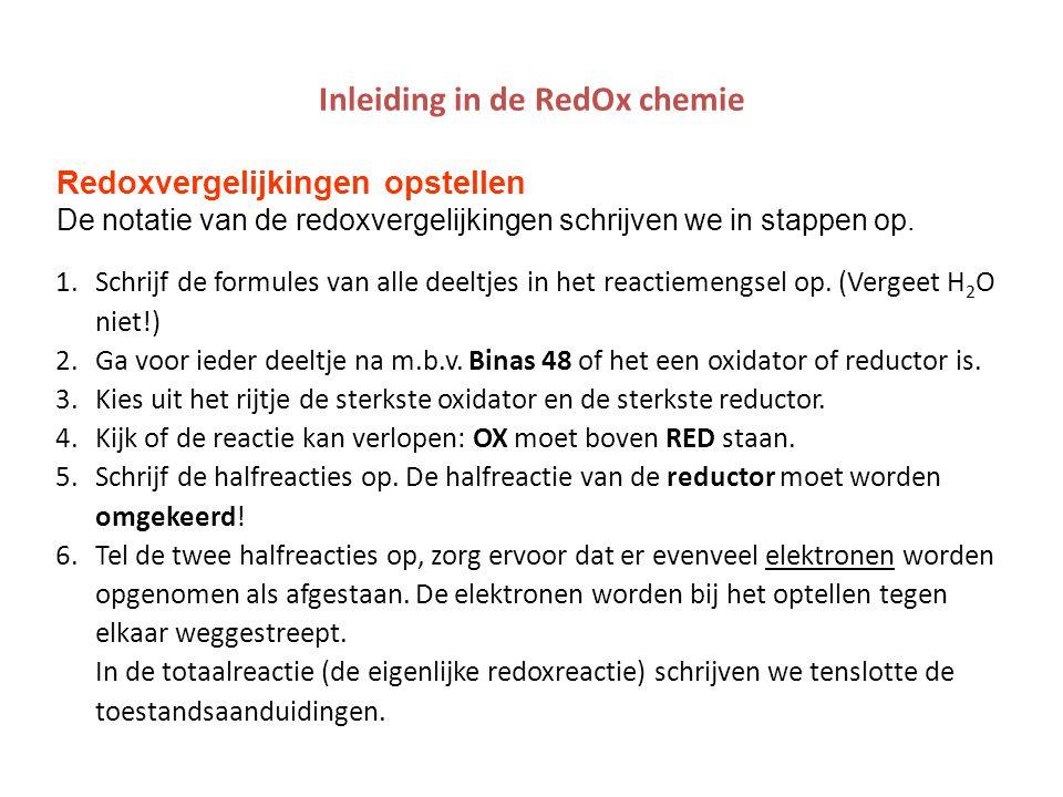 Inleiding in de RedOx chemie Redoxvergelijkingen opstellen De notatie van de redoxvergelijkingen schrijven we in stappen op. 1.Schrijf de formules van