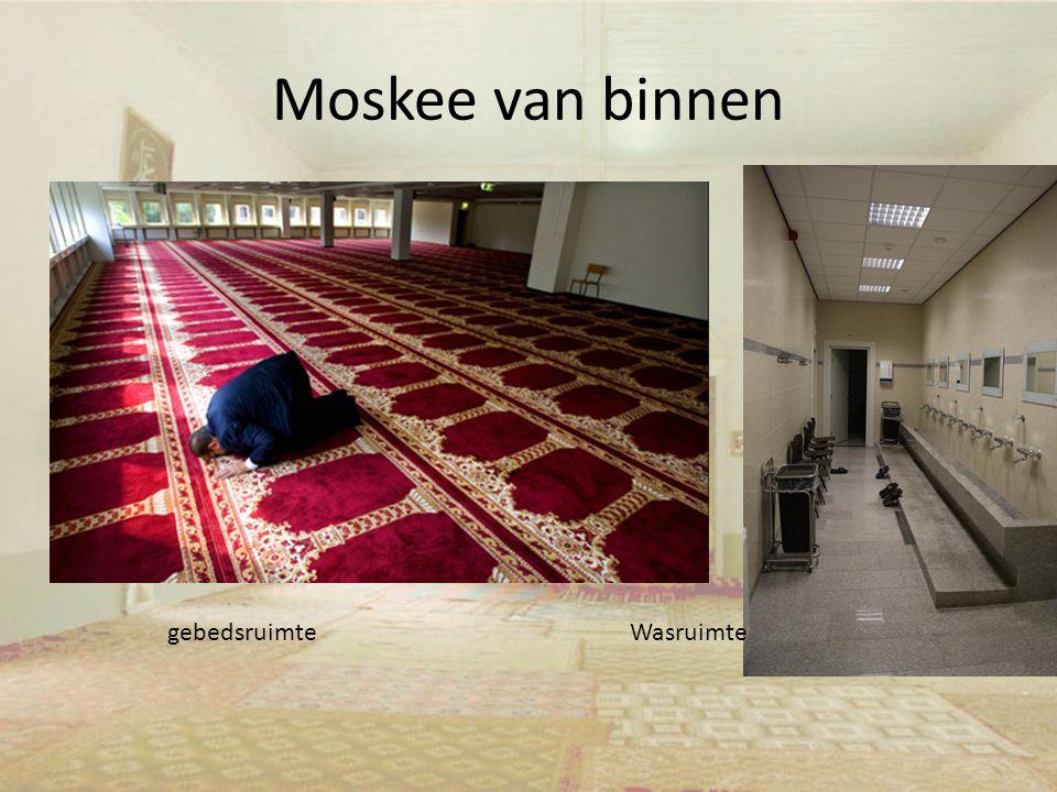 Moskee van binnen gebedsruimteWasruimte