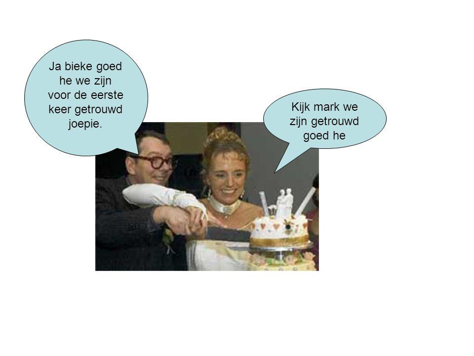 Kijk mark we zijn getrouwd goed he Ja bieke goed he we zijn voor de eerste keer getrouwd joepie.