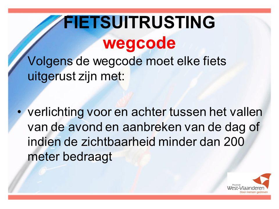 FIETSUITRUSTING wegcode Volgens de wegcode moet elke fiets uitgerust zijn met: verlichting voor en achter tussen het vallen van de avond en aanbreken van de dag of indien de zichtbaarheid minder dan 200 meter bedraagt