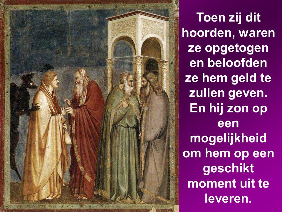 Toen ging Judas Iskariot, een van de twaalf, naar de hogepriesters om hem aan hen uit te leveren.