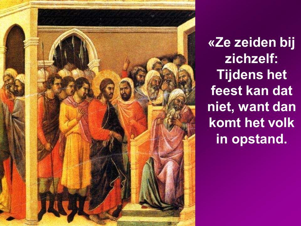 De volgende dag zou het feest van Pesach en het Ongedesemde brood beginnen. De hogepriesters en schriftgeleerden zochten naar een mogelijkheid om hem