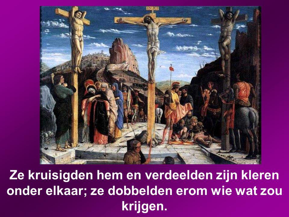 Samen met hem kruisigden ze twee misdadigers