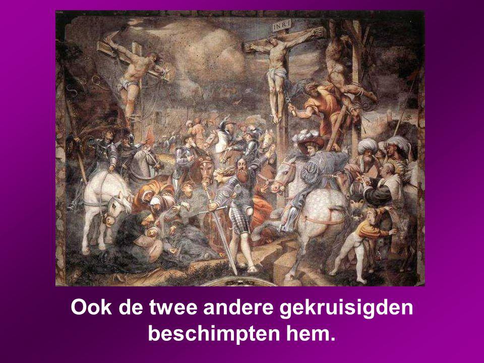 Ook de hogepriesters en de schriftgeleerden maakten onder elkaar zulke spottende opmerkingen: 'Anderen heeft hij gered, maar zichzelf redden kan hij n