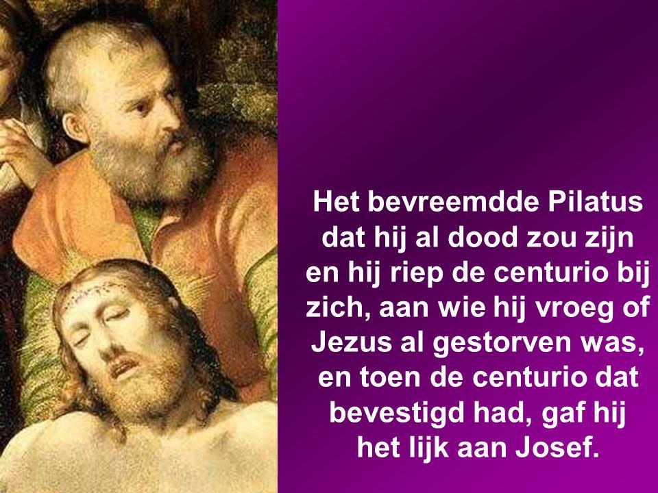 Toen de avond al gevallen was (het was de 'voorbereidingsdag', dat wil zeggen de dag voor de sabbat), kwam Josef van Arimatea, een vooraanstaand raads
