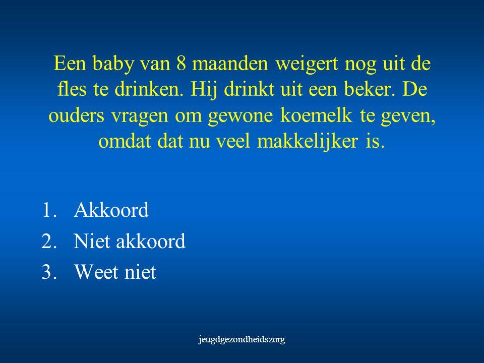 jeugdgezondheidszorg Een baby van 8 maanden weigert nog uit de fles te drinken. Hij drinkt uit een beker. De ouders vragen om gewone koemelk te geven,
