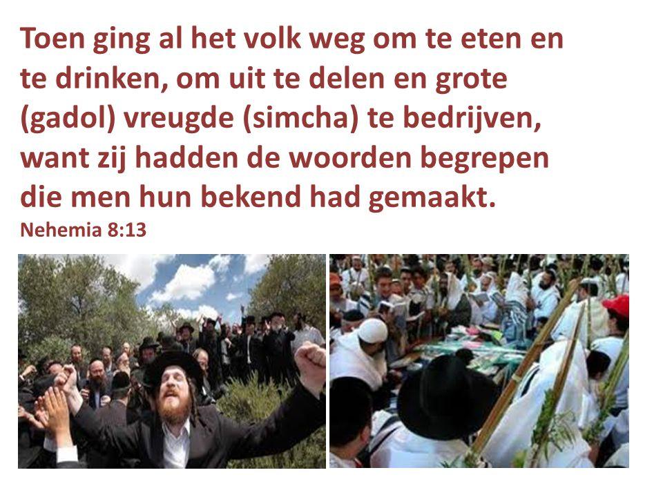 Toen ging al het volk weg om te eten en te drinken, om uit te delen en grote (gadol) vreugde (simcha) te bedrijven, want zij hadden de woorden begrepen die men hun bekend had gemaakt.
