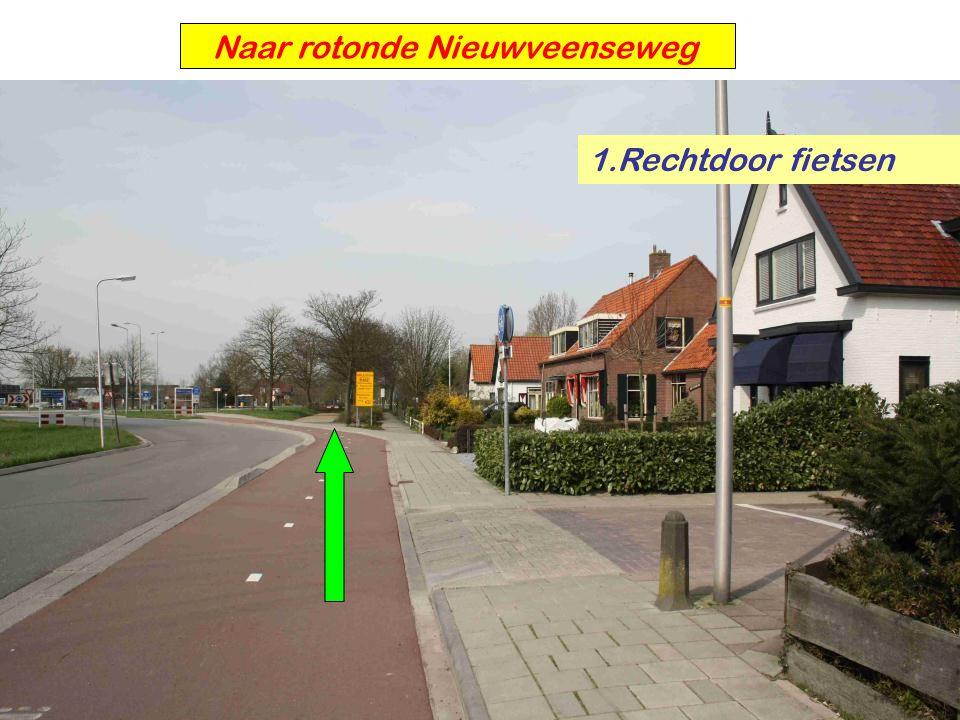 Naar rotonde Nieuwveenseweg 1.Rechtdoor fietsen