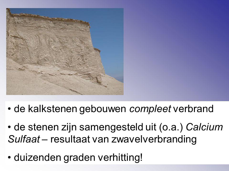 de kalkstenen gebouwen compleet verbrand de stenen zijn samengesteld uit (o.a.) Calcium Sulfaat – resultaat van zwavelverbranding duizenden graden verhitting!