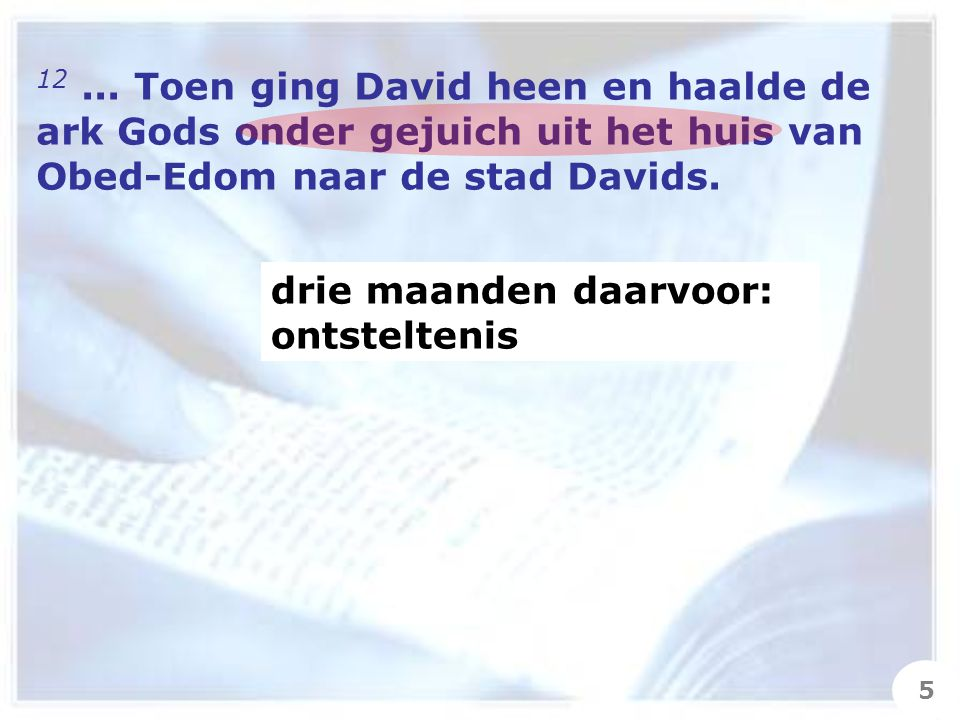21 Maar David zeide tot Mikal: Voor het aangezicht des HEREN, die mij verkoren heeft boven uw vader en boven heel zijn huis om mij aan te stellen tot vorst over het volk des HEREN, over Israël, – voor het aangezicht des HEREN heb ik gedanst.