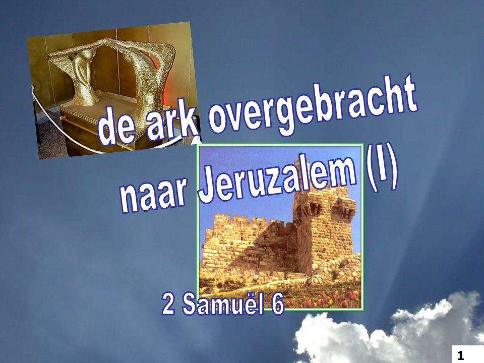 8 David was diep getroffen, omdat de HERE zulk een zware slag aan Uzza had toegebracht; daarom noemt men die plaats Peres-Uzza tot op de huidige dag.