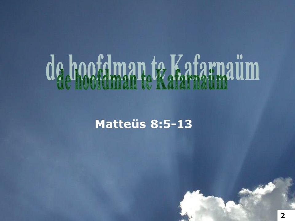5 Toen Hij nu Kafarnaüm binnenging, kwam een hoofdman tot Hem met een bede, 6 en zeide: Here, mijn knecht ligt thuis, verlamd, met hevige pijn.