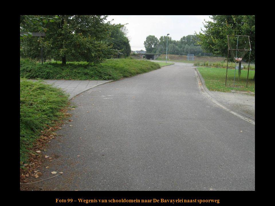 Foto 99 – Wegenis van schooldomein naar De Bavayelei naast spoorweg