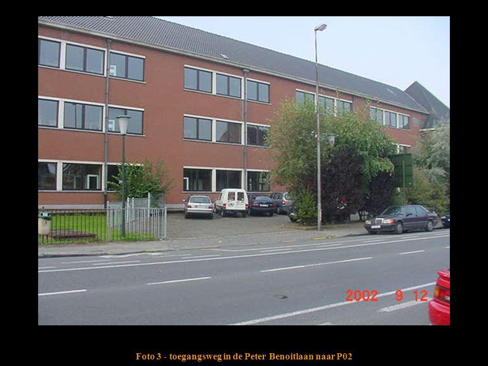 Foto 3 - toegangsweg in de Peter Benoitlaan naar P02