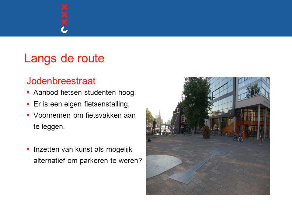 Langs de route Jodenbreestraat  Aanbod fietsen studenten hoog.  Er is een eigen fietsenstalling.  Voornemen om fietsvakken aan te leggen.  Inzette