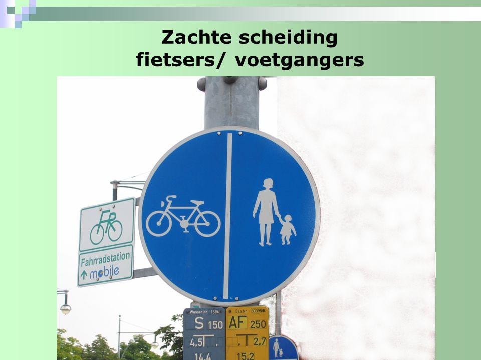 Zachte scheiding fietsers/ voetgangers tussenberm/schrikstrook rijbaan fietsruimte voetgangersruimte visuele scheiding