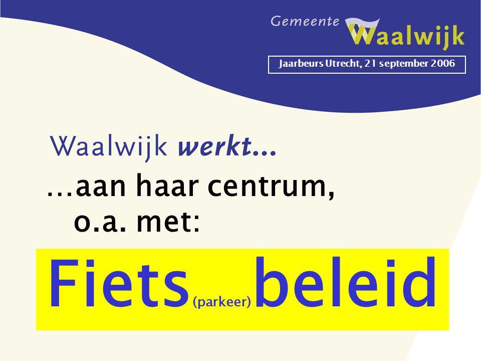 Jaarbeurs Utrecht, 21 september 2006 Fiets (parkeer) beleid …aan haar centrum, o.a. met: