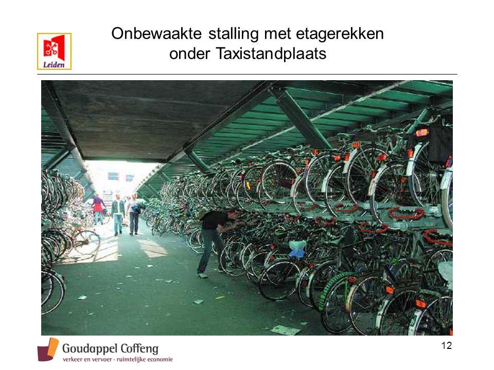 12 Onbewaakte stalling met etagerekken onder Taxistandplaats