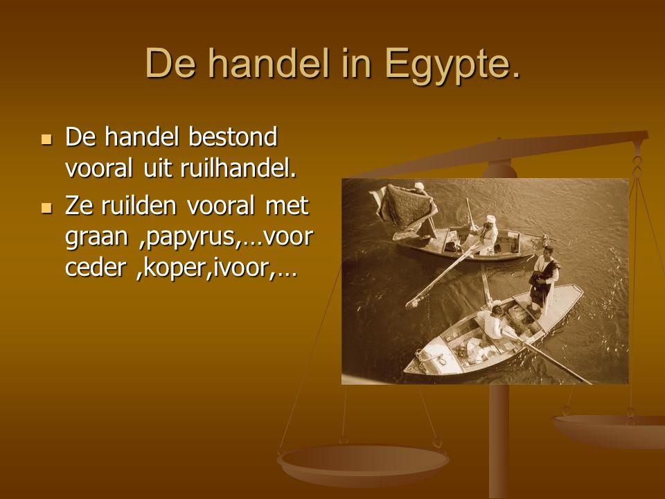 De handel bestond vooral uit ruilhandel. De handel bestond vooral uit ruilhandel. Ze ruilden vooral met graan,papyrus,…voor ceder,koper,ivoor,… Ze rui