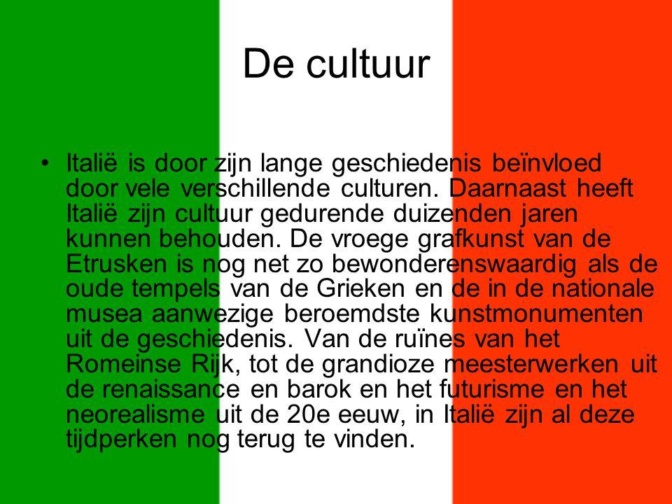 De cultuur Italië is door zijn lange geschiedenis beïnvloed door vele verschillende culturen. Daarnaast heeft Italië zijn cultuur gedurende duizenden