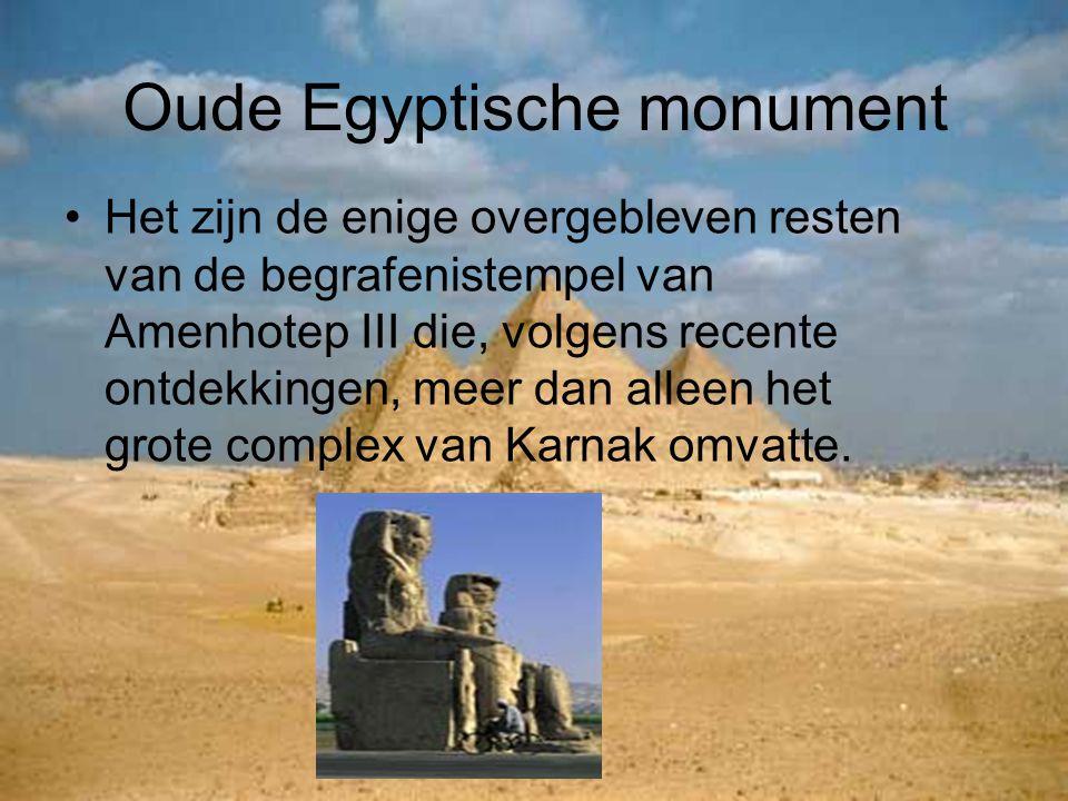 Oude Egyptische monument Het zijn de enige overgebleven resten van de begrafenistempel van Amenhotep III die, volgens recente ontdekkingen, meer dan a