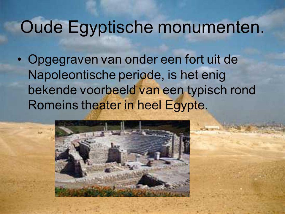 Oude Egyptische monumenten. Opgegraven van onder een fort uit de Napoleontische periode, is het enig bekende voorbeeld van een typisch rond Romeins th