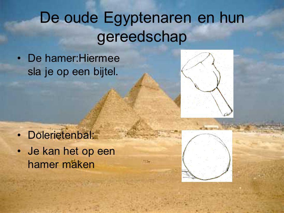 De oude Egyptenaren en hun gereedschap De hamer:Hiermee sla je op een bijtel. Dolerietenbal: Je kan het op een hamer maken