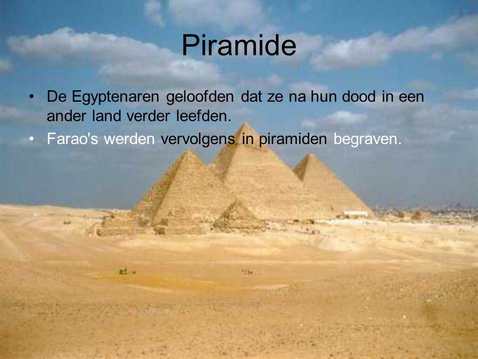 Piramide De Egyptenaren geloofden dat ze na hun dood in een ander land verder leefden. Farao's werden vervolgens in piramiden begraven.