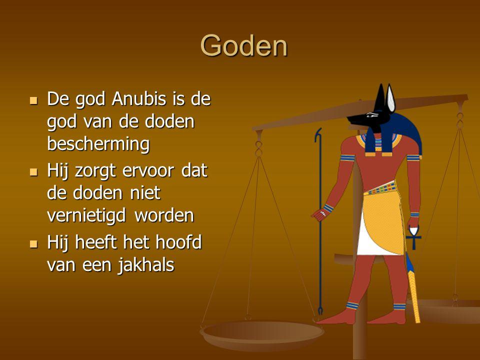 Goden Goden De god Anubis is de god van de doden bescherming De god Anubis is de god van de doden bescherming Hij zorgt ervoor dat de doden niet vernietigd worden Hij zorgt ervoor dat de doden niet vernietigd worden Hij heeft het hoofd van een jakhals Hij heeft het hoofd van een jakhals