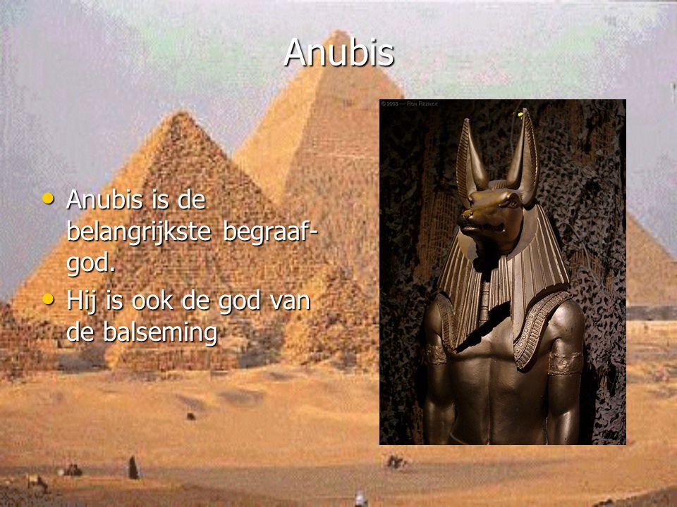Anubis Anubis is de belangrijkste begraaf- god. Anubis is de belangrijkste begraaf- god. Hij is ook de god van de balseming Hij is ook de god van de b