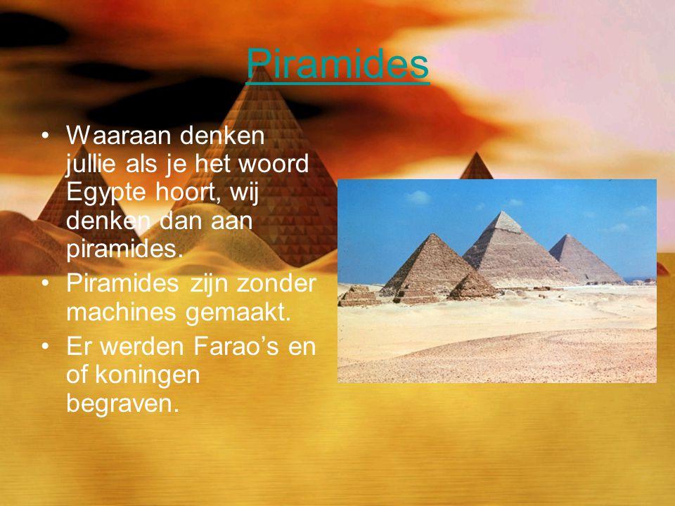 Piramides Waaraan denken jullie als je het woord Egypte hoort, wij denken dan aan piramides. Piramides zijn zonder machines gemaakt. Er werden Farao's