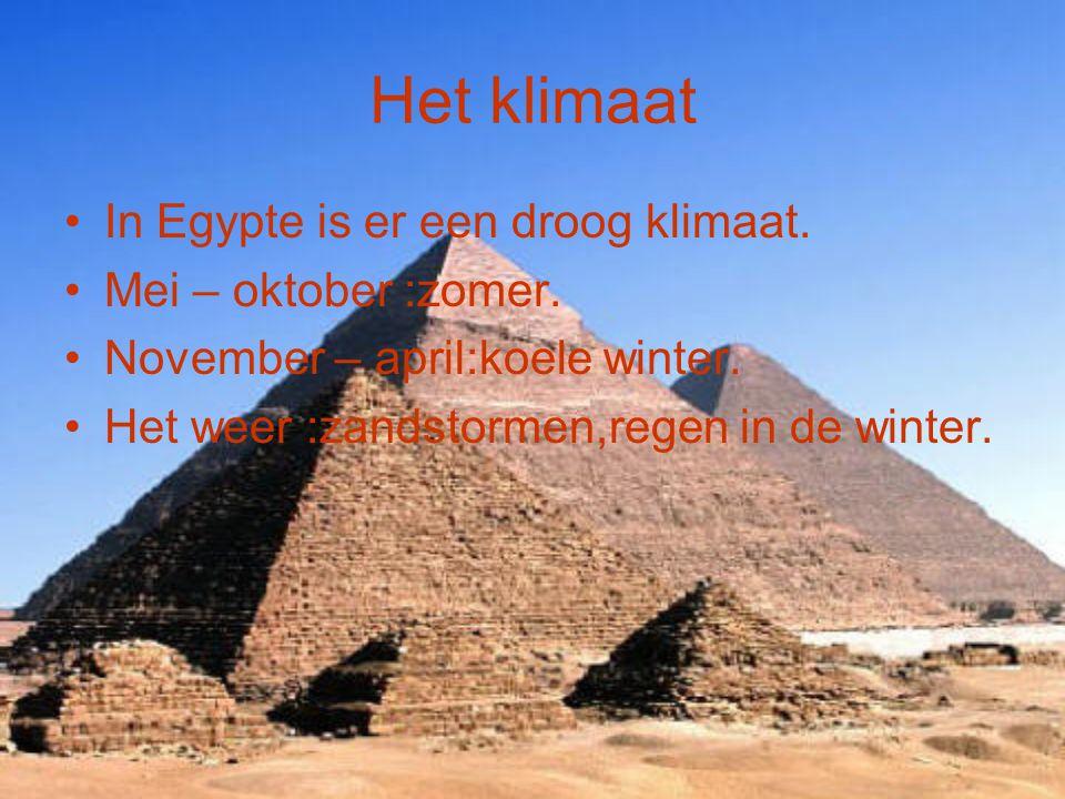 Het klimaat In Egypte is er een droog klimaat. Mei – oktober :zomer. November – april:koele winter. Het weer :zandstormen,regen in de winter.